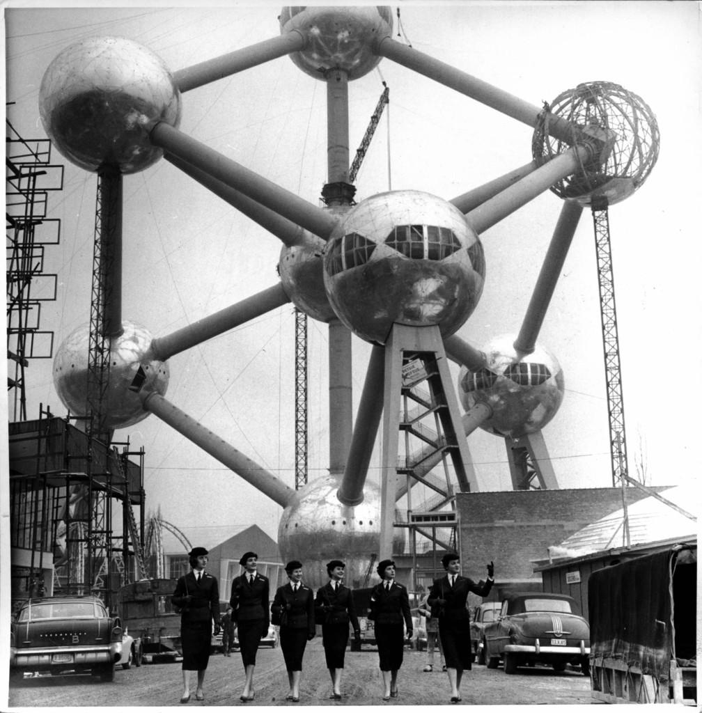 Atomium těsně před dokončením